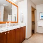 Madison Tower 1000 1st ave #1703 Seattle Master bathroom