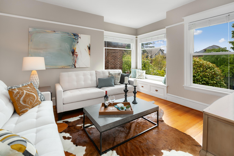 West Queen Anne 4 Bedroom Craftsman Home - UrbanAsh Real Estate